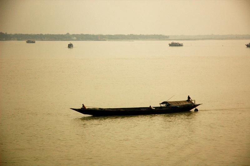 Fishing_boats_in_Sundarbans